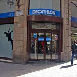 شاهد عمليات نهب ببرشلونة شملت متجر ديكاتلون قبل قليل